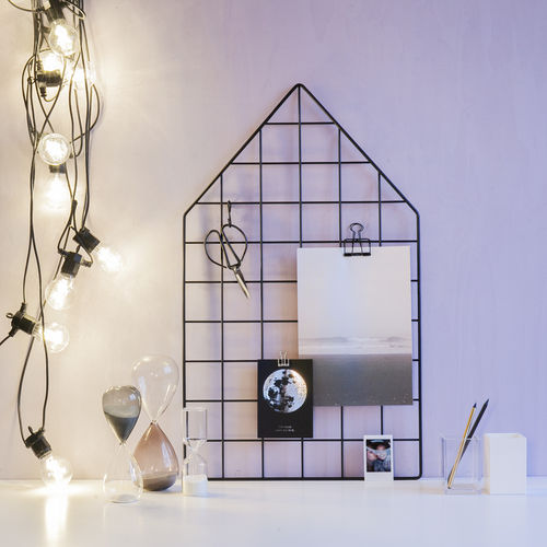 House black wall grid